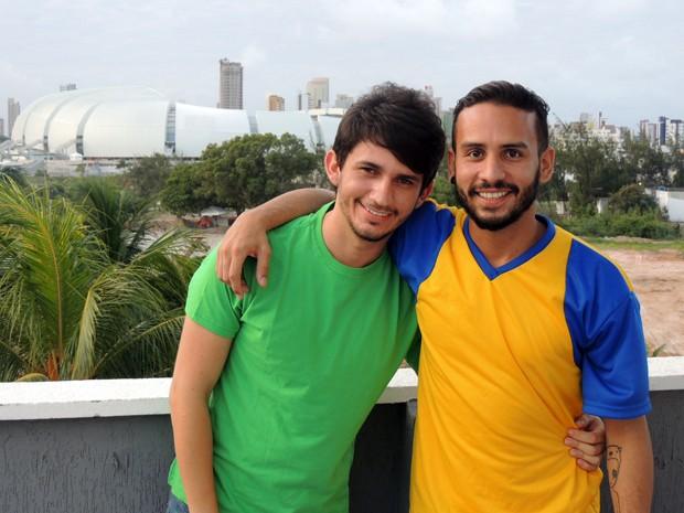 João e Rodolfo descobriram que teriam de mudar os planos no Dia dos Namorados há pouco tempo (Foto: Felipe Gibson/G1)