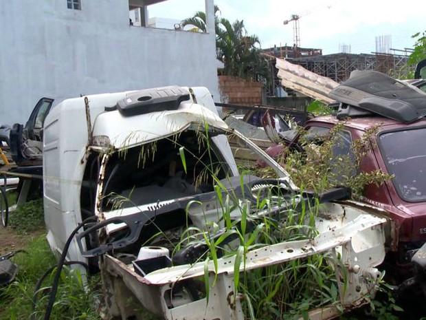 Prefeitura mapeou 82 carros abandonados (Foto: Reprodução/ TV Gazeta)