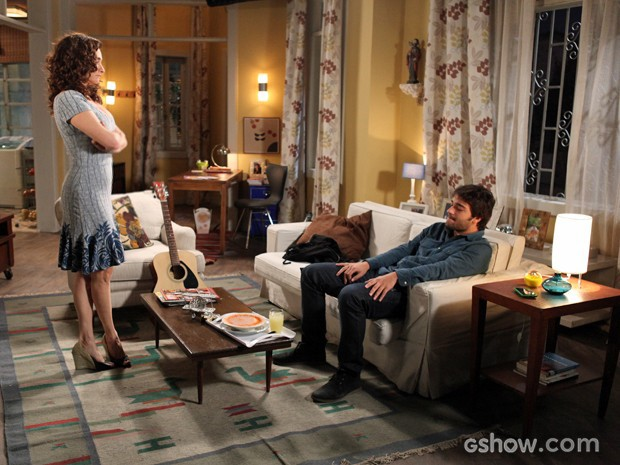 Rita tenta acalmar Davi (Foto: Pedro Curi / TV Globo)