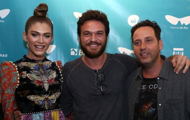 Valentina Sampaio, Emílio Dantas e Alan Fitterman (Foto: AgNews / Anderson Borde)