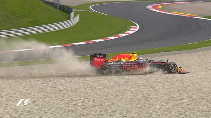 Max Verstappen saiu da pista duas vezes e quebrou suspensão da RBR no 1º treino livre da Áustria (Foto: Divulgação)