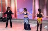 Fátima Bernardes e Giovanna Lancellotti aprendem a dança do ventre
