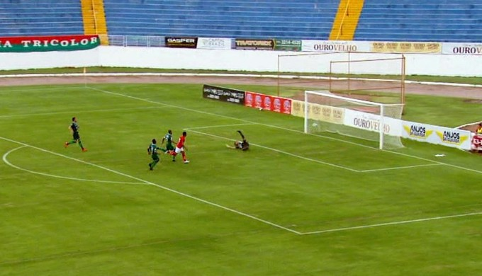 Renato gol Boa Esporte (Foto: Reprodução EPTV)