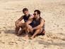 Reynaldo Gianecchini e Thiago Mendonça mostram bom humor nos bastidores (Foto: Em Família/TV Globo)