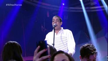 """Zeca Pagodinho canta """"Deixa a Vida Me Levar"""""""
