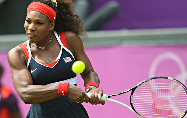 Serena Williams vence Urszula Radwanska em Londres (Foto: AFP)