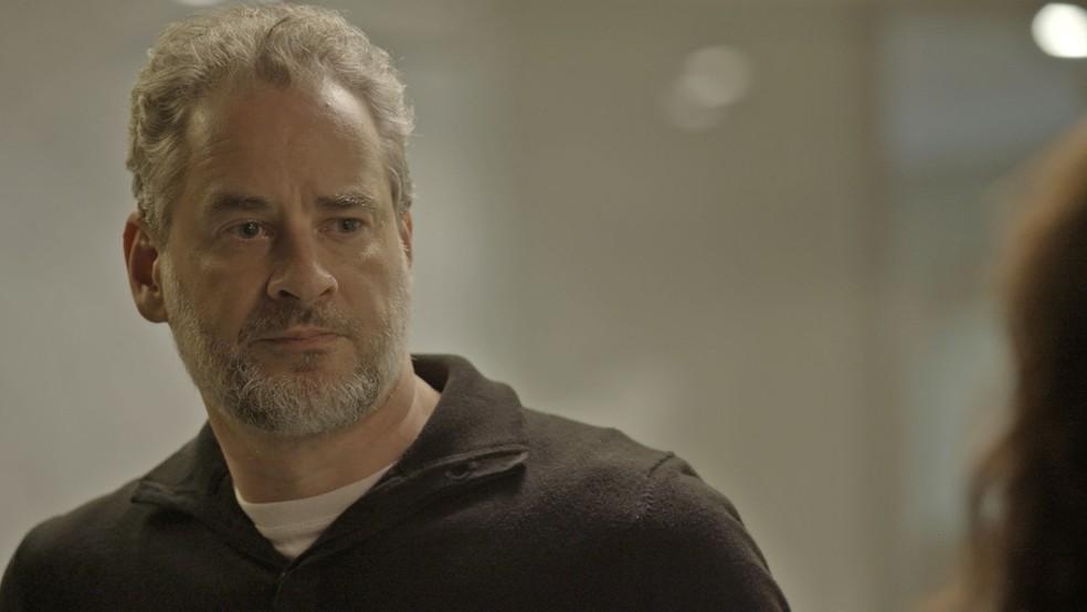 O advogado fica constrangido (Foto: TV Globo)