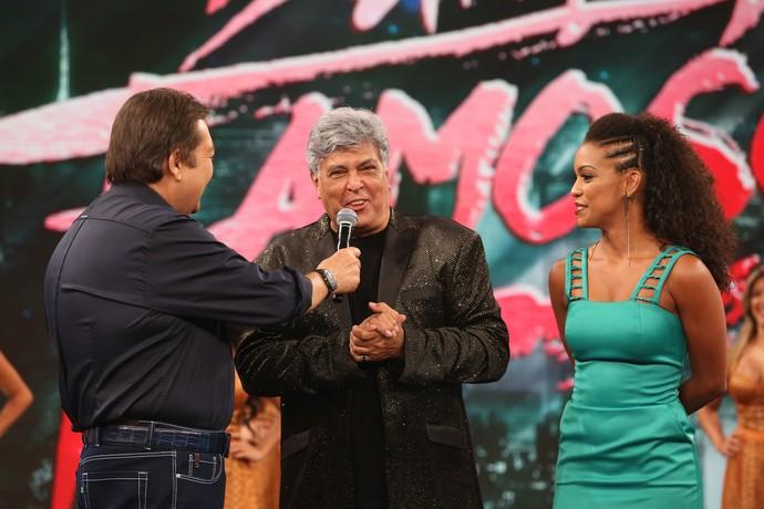Sidney Magal e Camila Lobo com Faustão (Foto: Carol Caminha/Gshow)