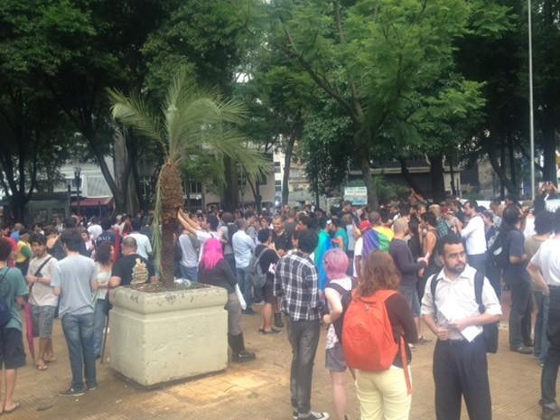 Manifestantes durante ato contra a homofobia no Centro de SP (Foto: Lívia Machado/G1)