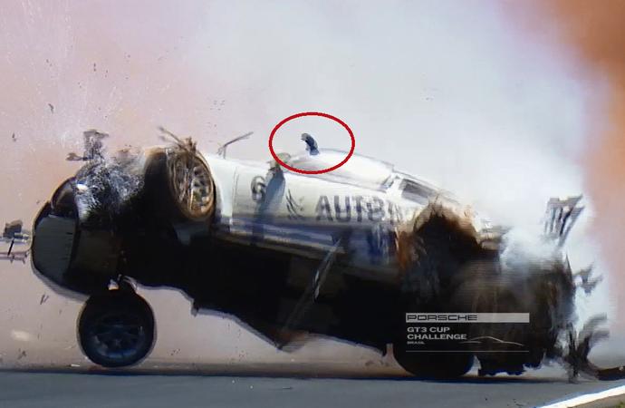 Mão de Pedro Piquet ficou fora da janela durante acidente  (Foto: Reprodução)