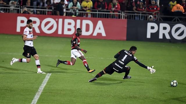 Flamengo x Atlético-GO - Campeonato Brasileiro 2017-2017 ... cc2a9572a7e97