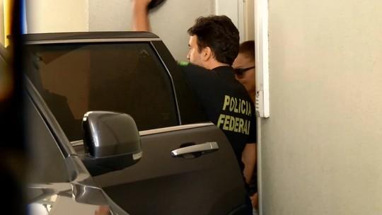 Vocalistas da banda Aviões do Forró prestam depoimento na sede da PF