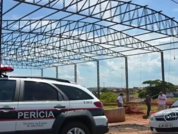 Serralheiro trabalhava em uma obra (Foto: Reprodução / TV TEM)