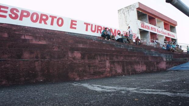 Estádio Teixeirão, em Santa Rita-PB (Foto: Renata Vasconcellos)