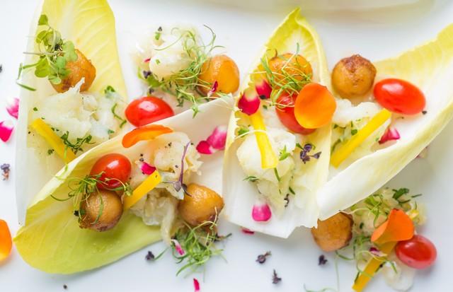 Verde: salada de endívias com bacalhau (Foto: Divulgação/ Rojo Criatividade Gourmet)