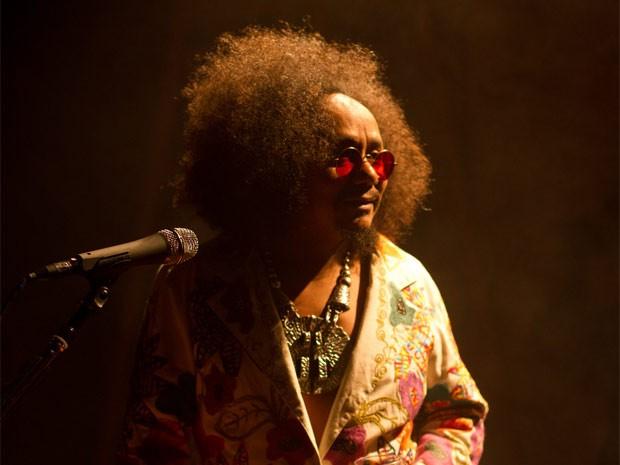 O cantor Chico César faz show no encerramento do festival em Campinas (Foto: Marcos Hermes)