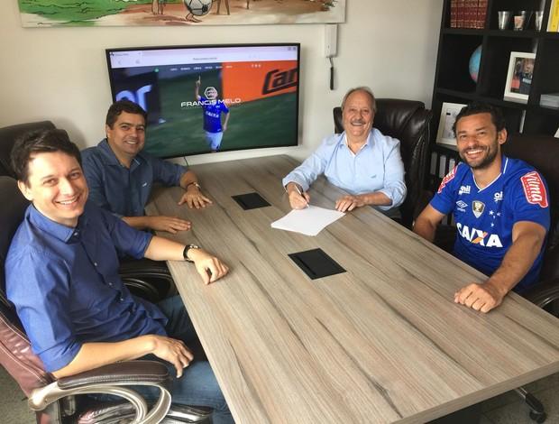 Fred assina contrato com o Cruzeiro
