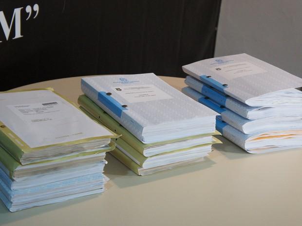 Documento tem mais de 4 mil páginas (Foto: Polícia Civil SC/Divulgação)