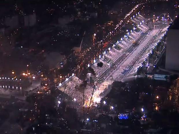 Sambódromo do Rio no carnaval 2015 (Foto: Reprodução/TV Globo)