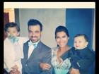 Fofos! Filhos de Priscila Pires usam terno e gravata em festa