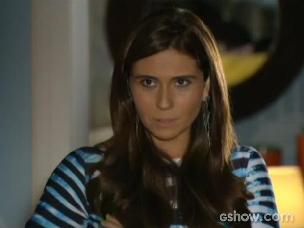 Clara questiona Cadu (Foto: Em Família/TV Globo)