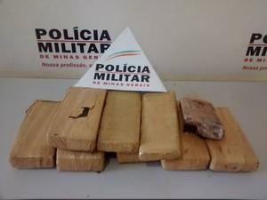 Quase 13 quilos de maconha foram apreendidos no fim da tarde desta sexta-feira (19), em Valadares. (Foto: Diego Souza/G1)