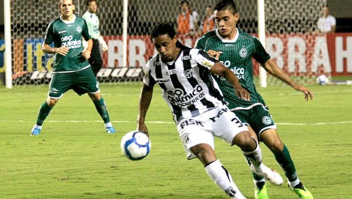 Kempes na partida do Ceará contra o Goiás (Foto:   LC Moreira / Futura Press)