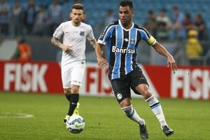 Volante Maicon, do Grêmio, em jogo contra o Santos na Arena (Foto: Lucas Uebel / Grêmio / Divulgação)
