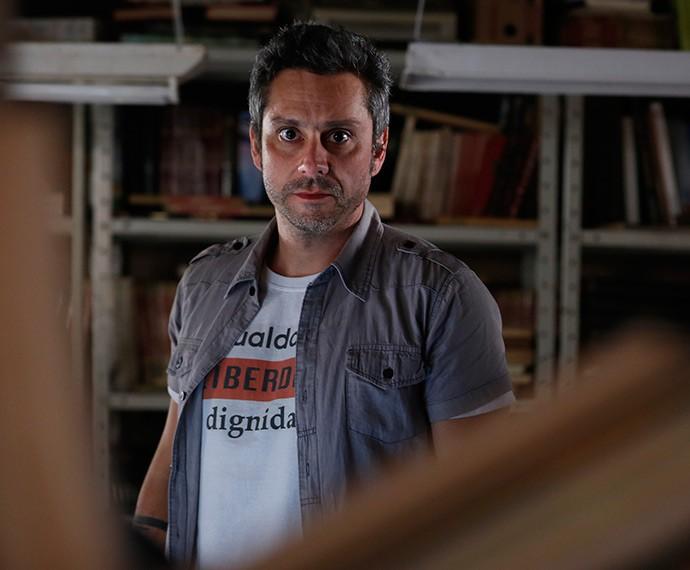 Camisetas com frases viraram a marca de estilo de Romero Rômulo (Foto: Ellen Soares /Gshow)