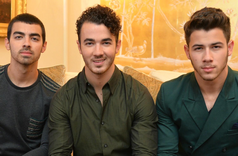 Joe, de 24 anos, Kevin, de 26, e Nick Jonas, de 21, que formavam o trio de pop rock Jonas Brothers até o ano passado: 30 milhões de dólares (cerca de 68 milhões de reais) juntos. (Foto: Getty Images)