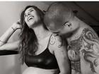 Lizi Benites exibe barrigão de sete meses de gravidez na web