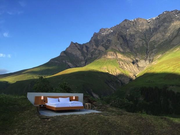 Sem paredes, hotel oferece uma noite ao ar livre nos Alpes Suíços (Foto: Null Stern/Divulgação)
