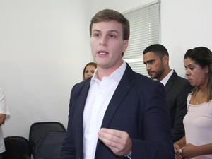 Miguel Coelho apresenta secretariado (Foto: Taisa Alencar / G1)