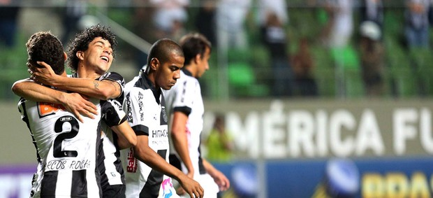 Marcos Rocha comemoração Atlético-MG e Ponte Preta  (Foto: Cristiane Mattos / Agência Estado)