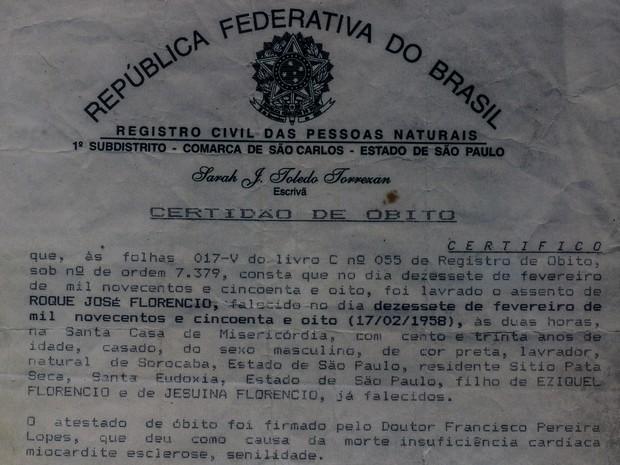Certidão de óbito atesta que escravo viveu durante 130 anos (Foto: Fabio Rodrigues/G1)