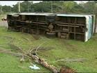 Ônibus tomba em Brasília e deixa pelo menos 20 passageiros feridos