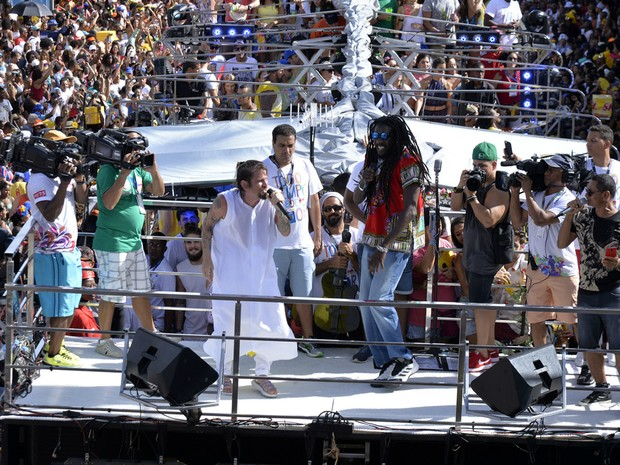 Saulo arrasta multidão em pipoca no Campo Grande (Foto: Sérgio Pedreira/Ag. Haack)