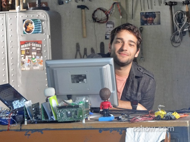 Davi grava base para Luane (Foto: Geração Brasil / TV Globo)