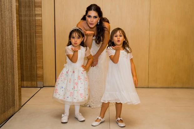 Natália Guimaraes com as filhas Kiara e Maya (Foto: Manuela Scarpa/Brazil News)