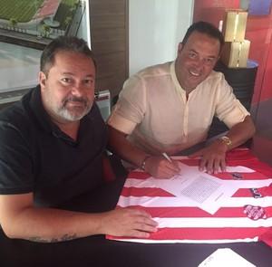 Roberto Fernandes renova por mais um ano com o Bangu (Foto: Divulgação)