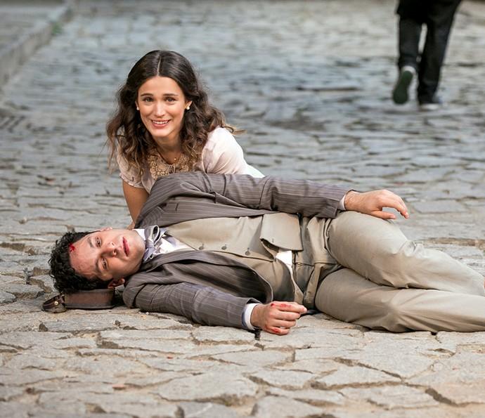 Bianca Bin e Rainer Cadete gravam cena do atropelamento de Celso (Foto: Isabella Pinheiro/Gshow)