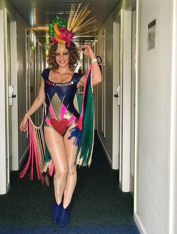 O look completo da atriz para o Carnaval (Foto: Divulgação)