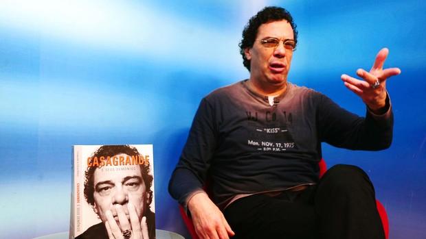 Casagrande livro Bem Amigos (Foto: Marcos Ribolli / Globoesporte.com)