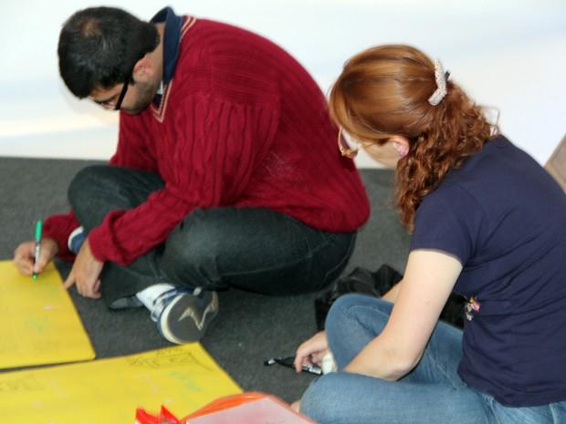 Participantes se emocionaram com oficina da grafiteira (Foto: Jéssica Balbino/ G1)