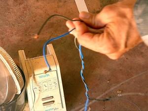 Suspeito preparou armadilha com arame eletrificado (Foto: Reprodução/ Inter TV Cabugi)