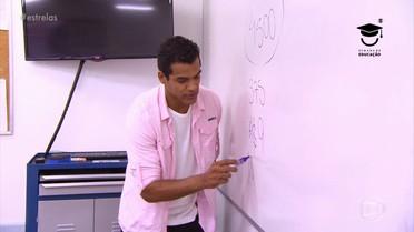 Marcello Melo Jr. fala de sua paixão por Matemática e surpreende dando aula