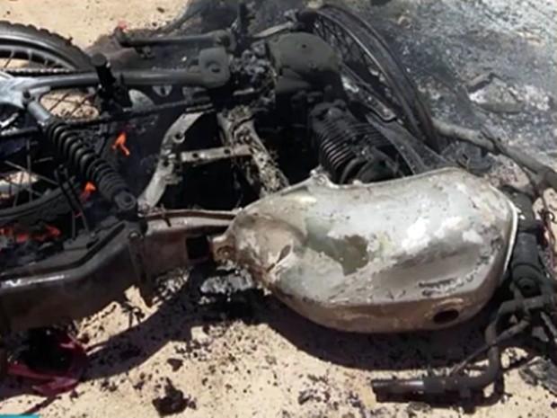 Acidente deixou duas vítimas carbonizadas em Frei Martinho, na divisa com o Rio Grande do Norte (Foto: Reprodução/TV Cabo Branco)
