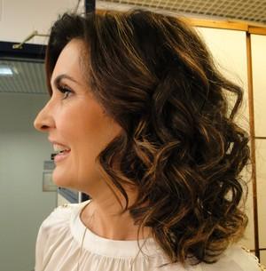Fátima Bernardes com cabelo cacheado (Foto: Encontro com Fátima Bernardes/TV Globo)