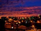 Internauta registra 'céu sangrento' após crepúsculo em Itajubá, MG