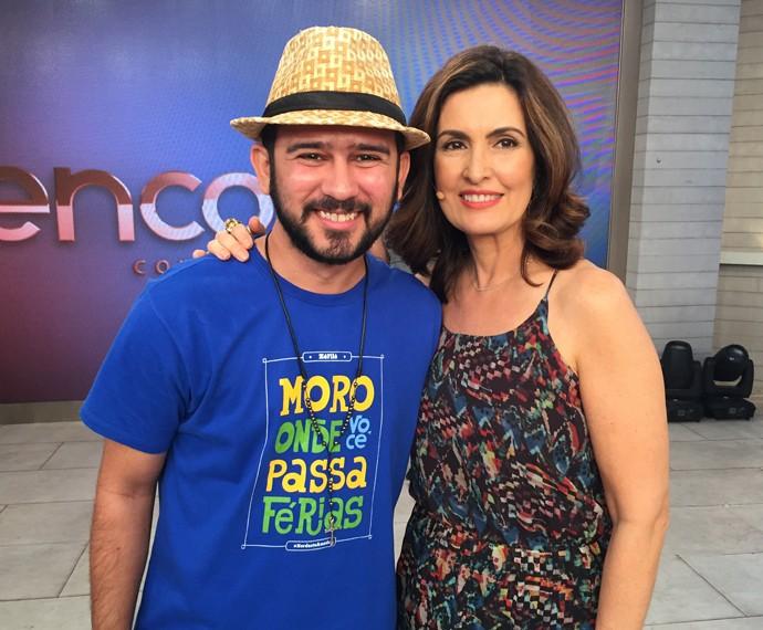 Bráulio Bessa posa para foto ao lado de Fátima (Foto: Viviane Figueiredo/Gshow)